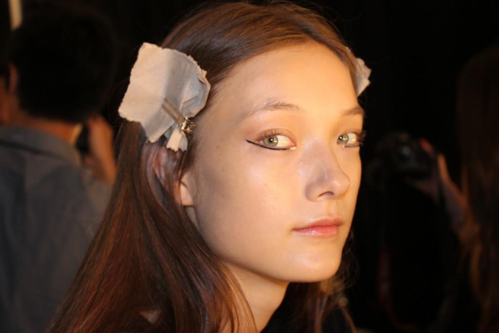 Silver Eye Make Up At Tadashi Shoji SS16