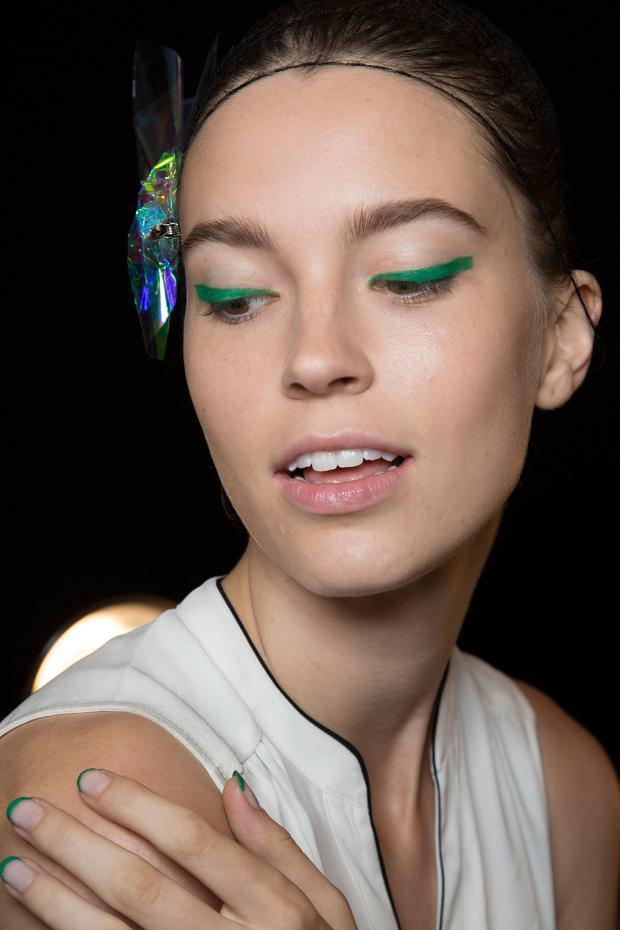 Graphic Eyeliners Are Back; Try them in Green or Blue- Make Up Monique Lhuillier SS16