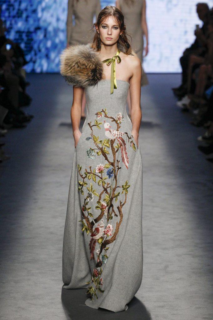 Alberta Ferretti- MFW Fall 2016 Runway dress fur Stole